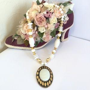 Unique Vintage White & Gold Necklace